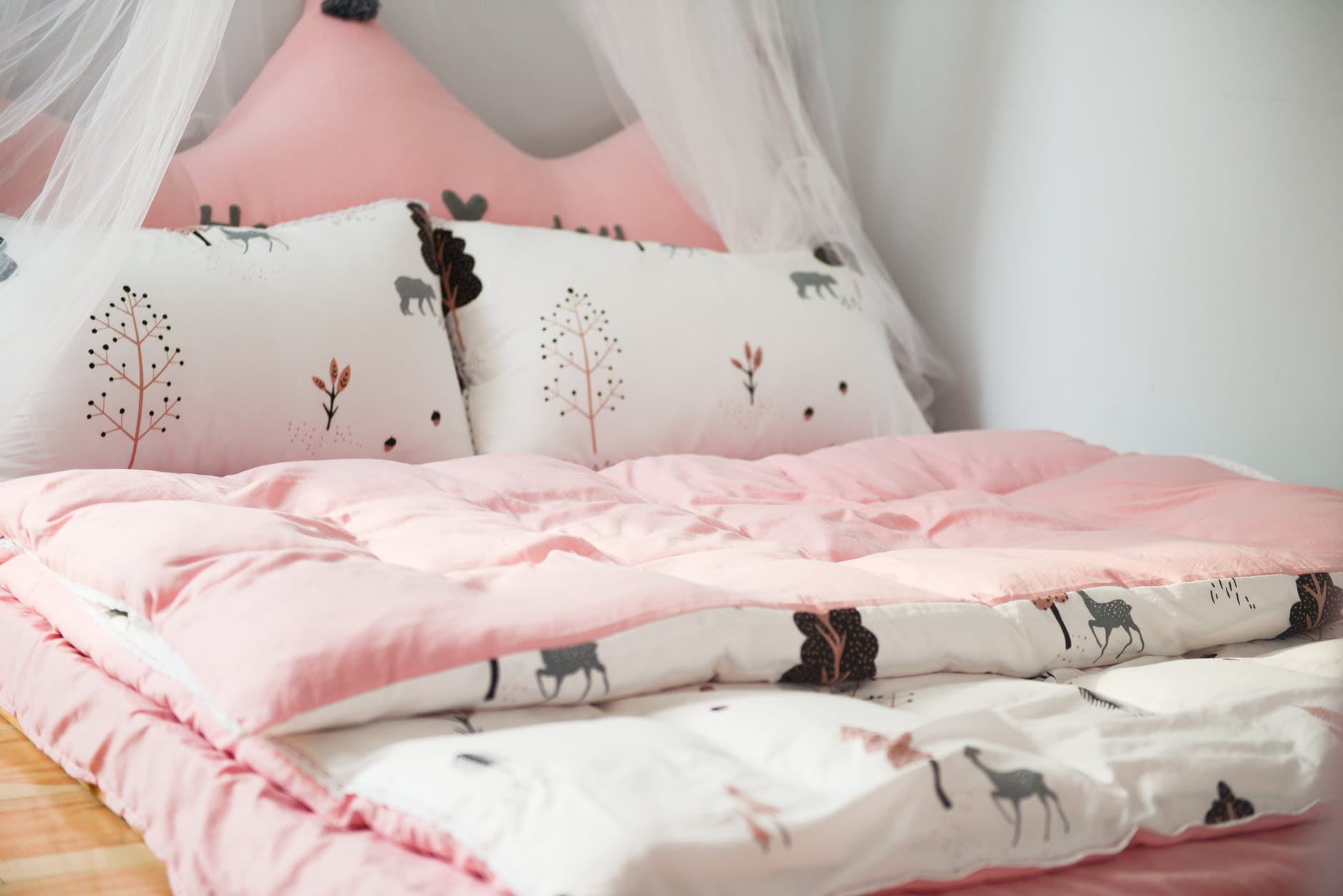 Michael Buss Architect Bed Spread Pink